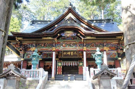 三峯神社本殿.jpg