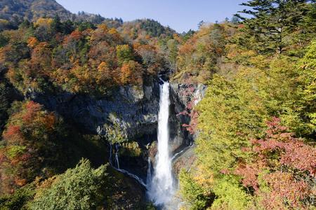 華厳の滝紅葉.jpg